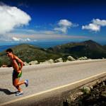 Prečo elitní bežci trénujú na asfalte (a prečo by ste mali aj vy)